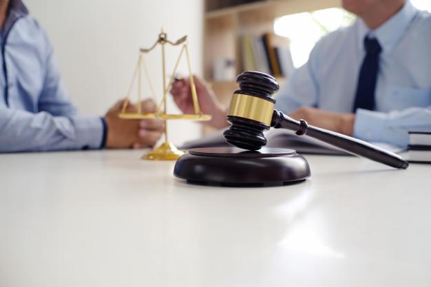 Les démarches à suivre pour devenir avocat des affaires
